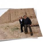 梁博士與資助者李文輝博士遠赴甘肅西北 考察距今兩千多年的漢明長城遺址