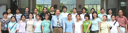 2007年廣西龍勝縣女子班全體考上大學的部份同學與文更團隊會面